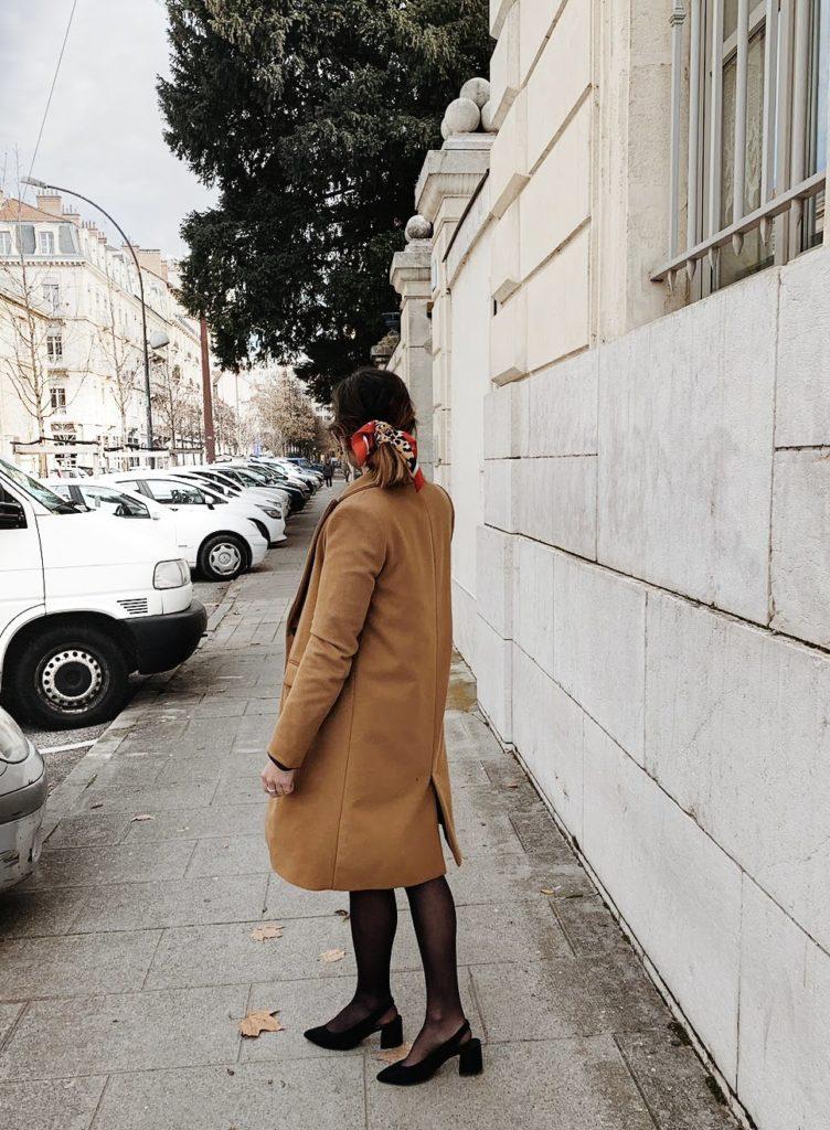 robe en cuir foulard