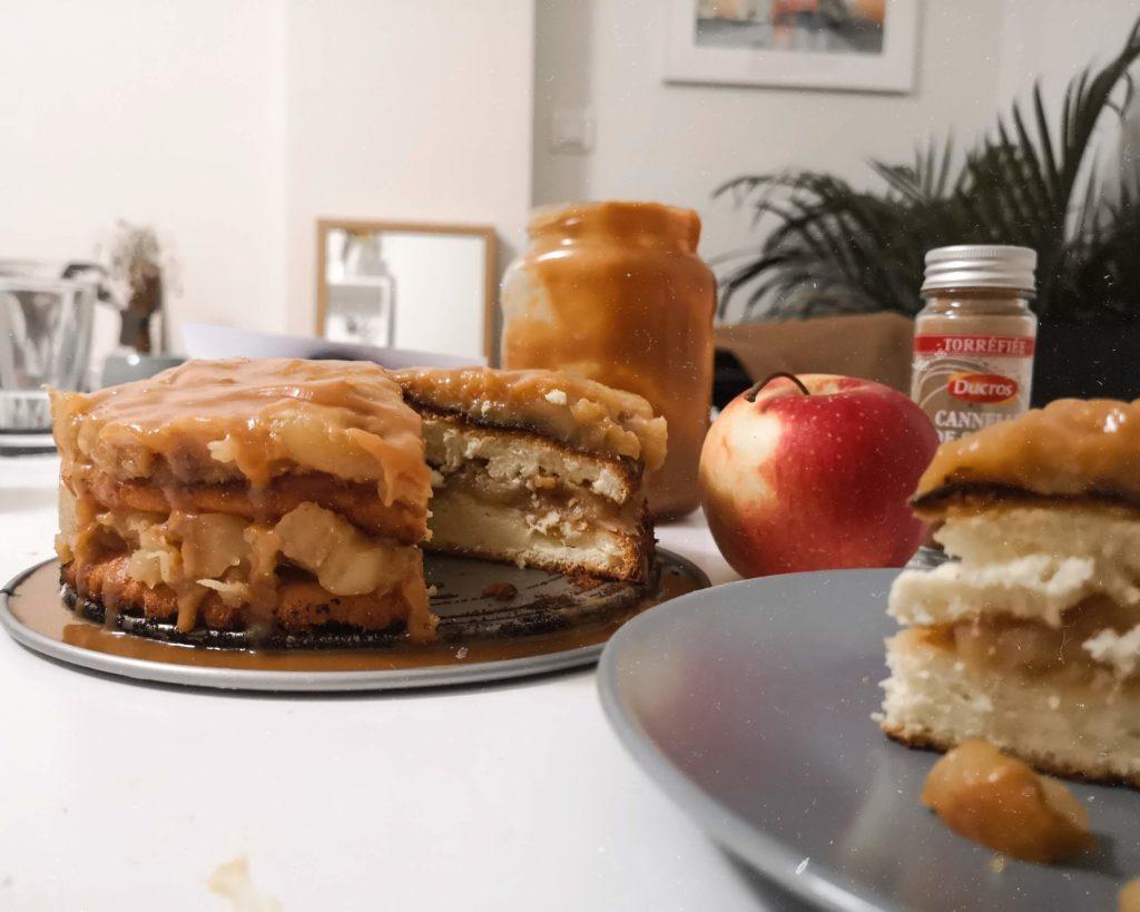 gâteau de savoie revisité aux pommes et caramel beurre salé